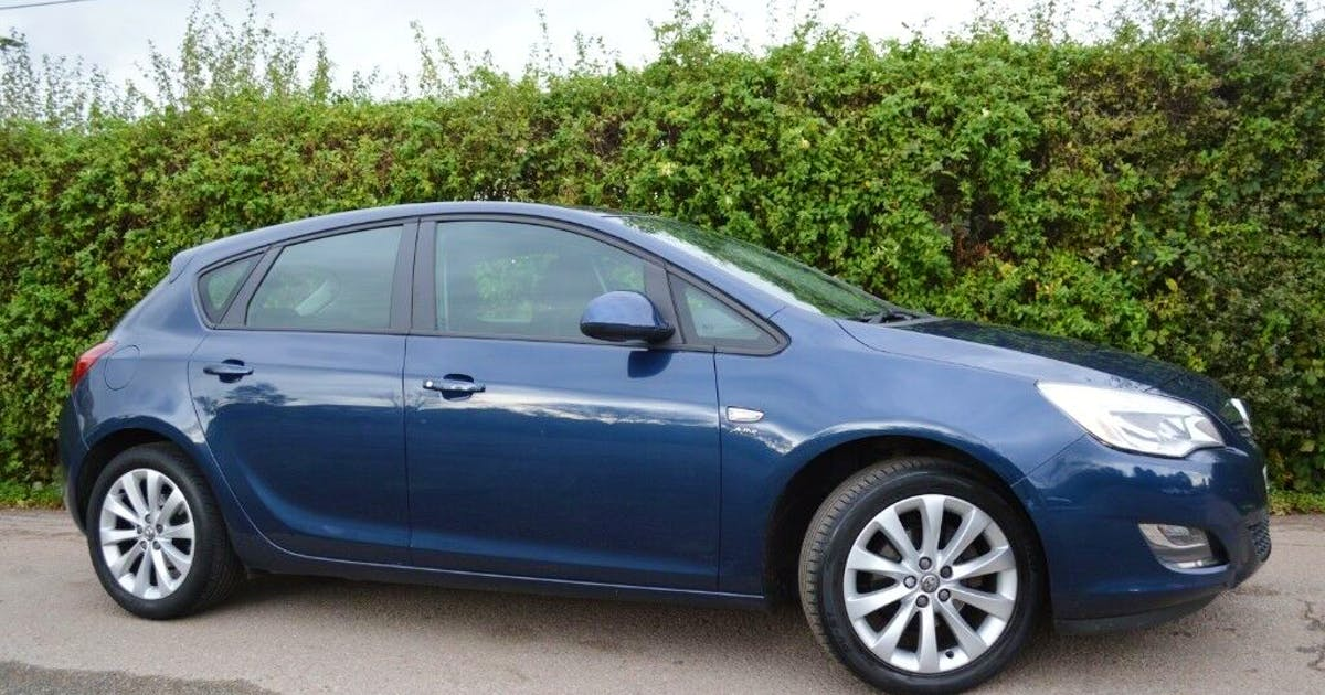 Hire a cheap Vauxhall Astra from Artur in Beckenham, BR3